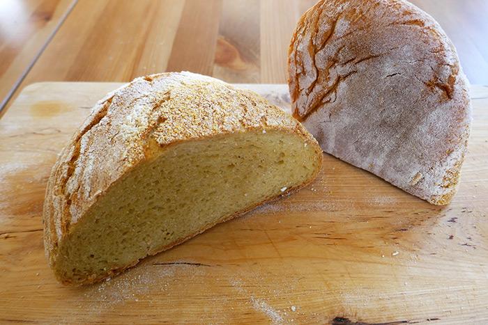 koruzni-kruh-z-drozmi