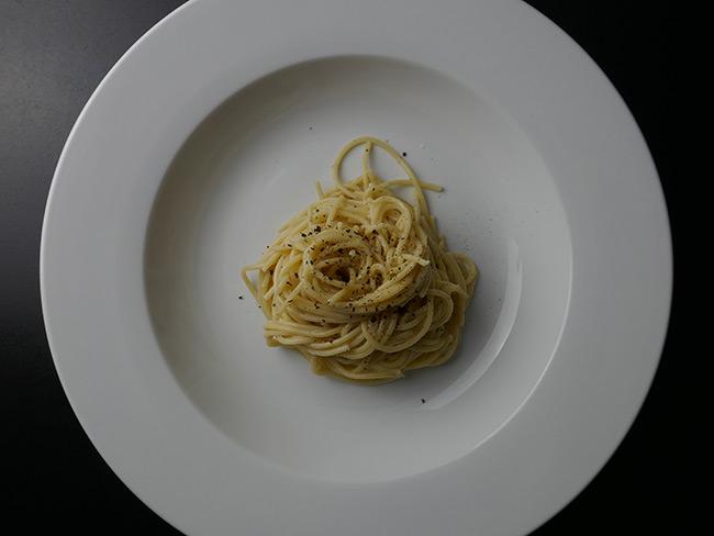 spageti-cacio-e-pepe-recept