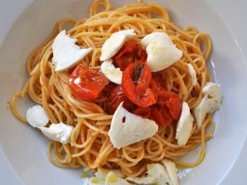 recept špageti češnjevec mozarela